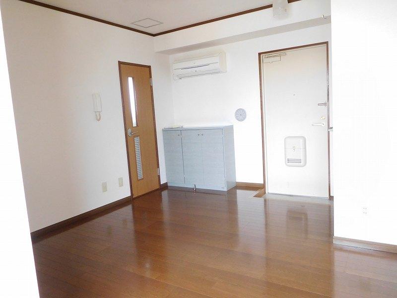 リビング 玄関側(内装)